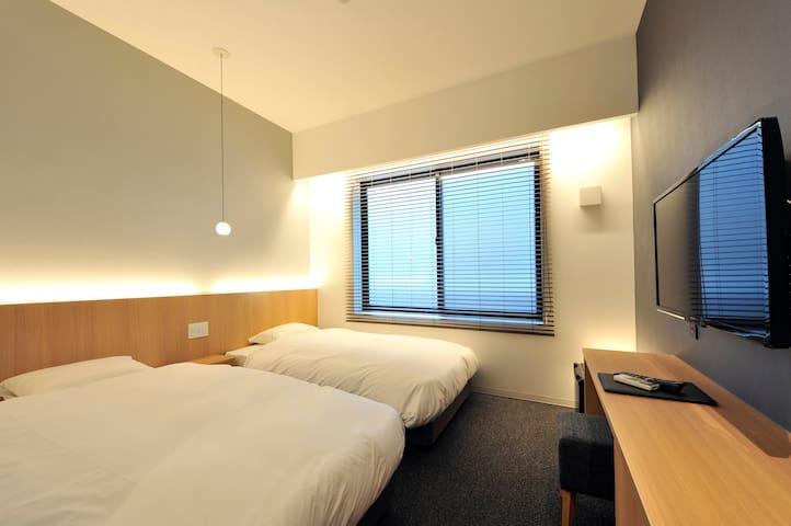 <Twin Room>适合京都市内旅行观光。方便前往岚山,河原町等景点。
