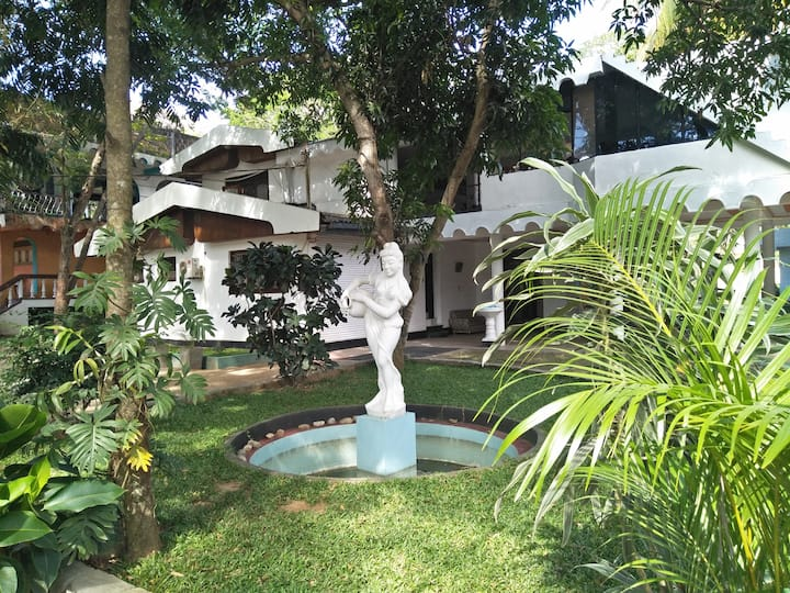Saranga Holiday Inn