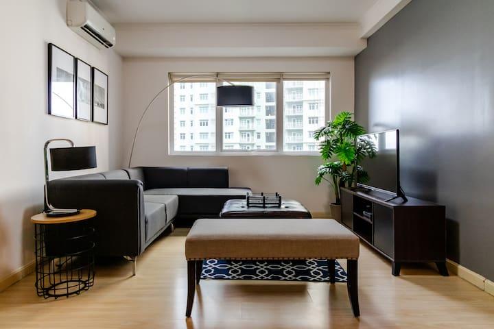 BGC's Central 2 Bedroom! Best Location!