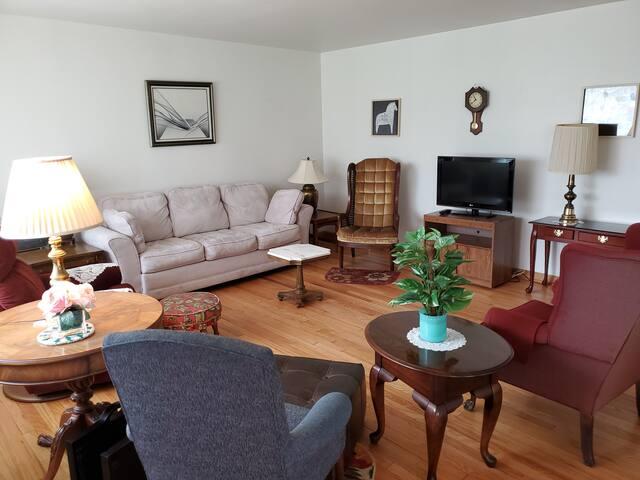Spacious Mid-Century Modern Duplex