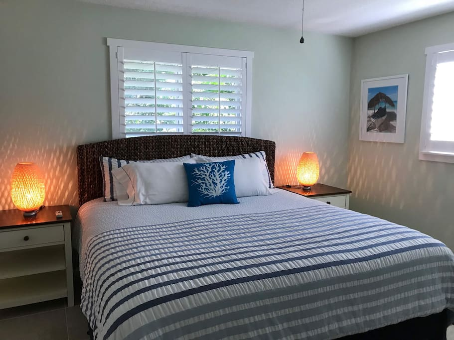 Bedroom with King-size Simmons Beautyrest pillow-top mattress - very  comfortable!