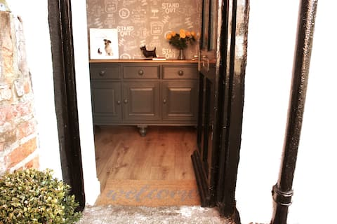 🖤 Dog friendly cottage 🐾 with private parking