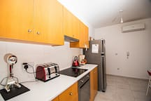2 bed modern flat  only few minutes from the sea