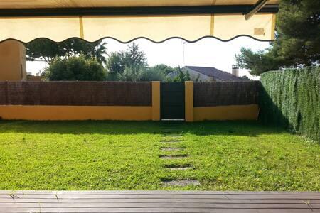 Habitación y baño privado; Tamarit - Tarragona, Catalunya, ES - 獨棟