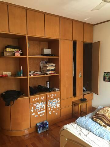 长江尾江景房,空间大。洗衣机空调冰箱厨房洗手间客厅一应俱全 - Shanghai - House