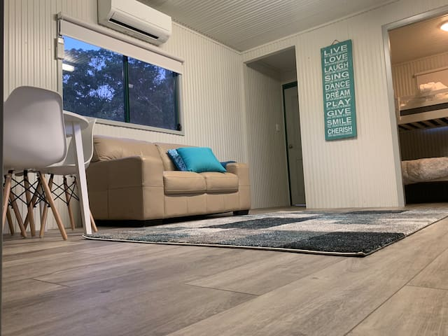 Pet friendly cabin. Short drive to Broulee beach