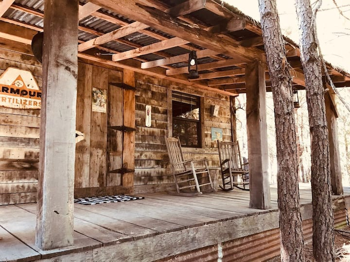 Cozy cabin in the woods at Bluegill Lake Cabins