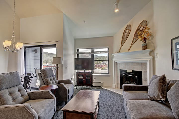 Perfectly Located 1Br+loft 2Ba-Close to Lifts & Downtown