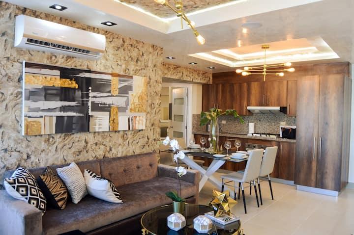 Luxury 1 Bedroom Apt, Condo in Piantini Downtown