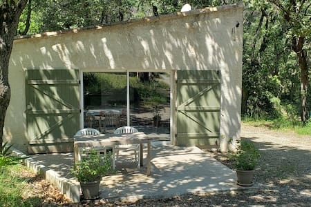 Petite Maison indépendante Provencale avec Piscine