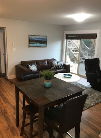 Modern, 2 Bedroom Suite. 25 min to Mt. Washington!