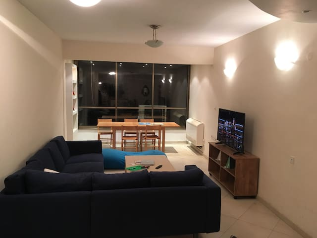 Big furnished room in spacious apt near Tel Aviv - ラマトガン - アパート