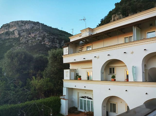 Parthenope -Flat with view over the Gulf of Naples