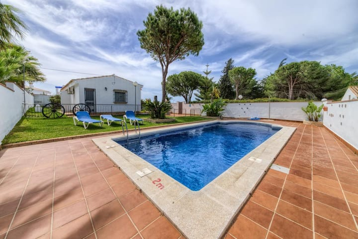 Casa Los Pinos Torre Castilnovo - Comfortable andalucian cortijo with fenced pool not far from the beach