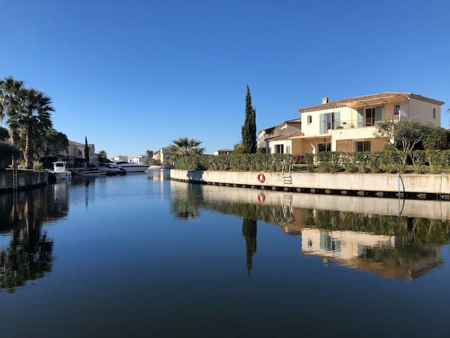 Luxury Aigues Mortes Villa on the Marina with Pool