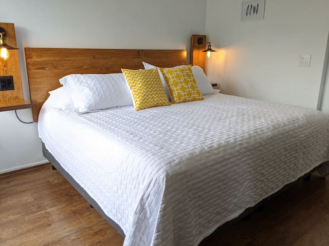 King size bed with comfty and extra pillows