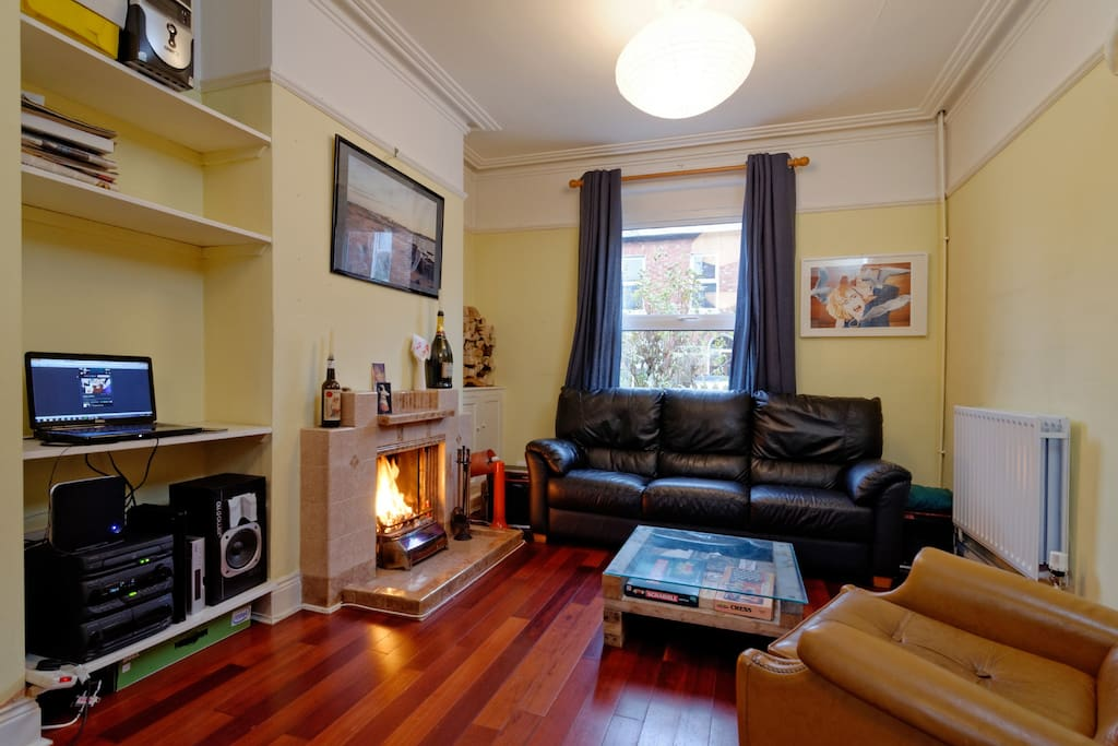 Spacious light living room with open log fire, free highspeed wifi.