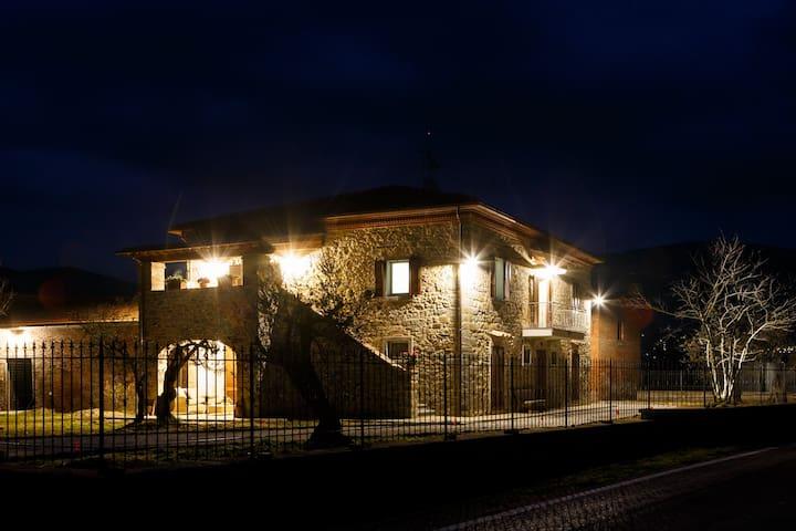 Villa Patrizia, private villa in Cortona - คอร์โทนา - วิลล่า