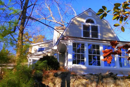 Hudson Valley Farmhouse - Highland Falls - House
