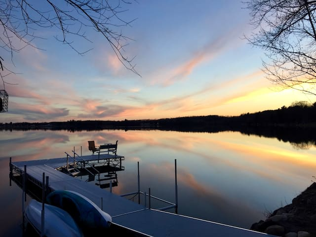Lake Front, Sleeps 7, WIFI, Kayaks, SUPs, Canoe - Wautoma - Casa