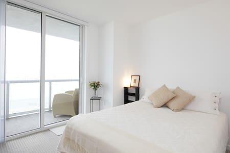 Miami Private Room  breathtaking  Bay/Ocean view.