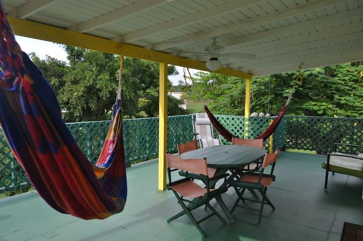 Amarilla Casita In Vieques with Wifi