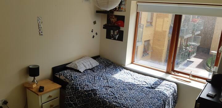Lovely bedroom in  Dublin 1 , 2 min Airport bus