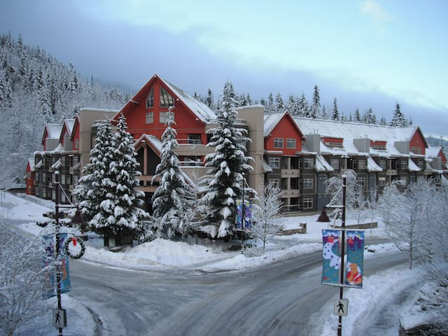 Ski in Ski out Condo at Whistler Mountain BC. - Whistler - Casa