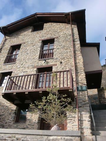 Casa Vella Garibaldi - Pal - Hus