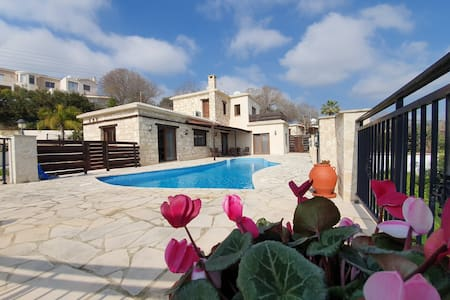 3 Bedroom Stone villa with Pool, Sauna and Jacuzzi