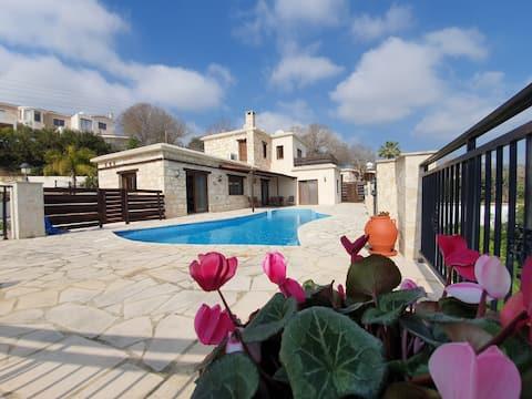 3 Bedroom Stone villa with Pool, Sauna and Jacuzzi