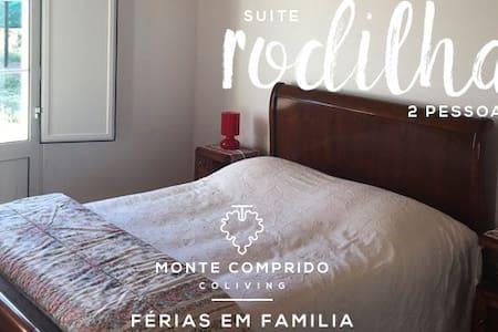 "Monte Comprido - Room ""Rodilha"" - Vale Santiago - 住宿加早餐"
