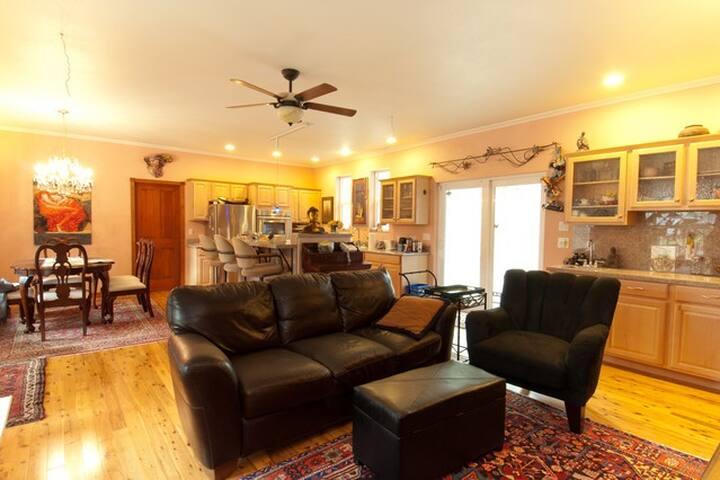 Luxury downstairs 1 Bedroom Condo - Gig Harbor - House
