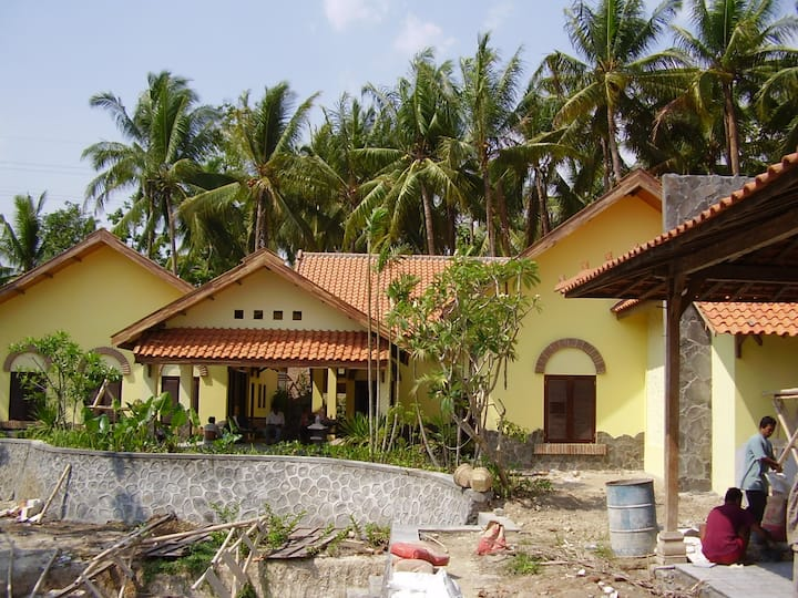 theSawah Villa with staff - incidentally