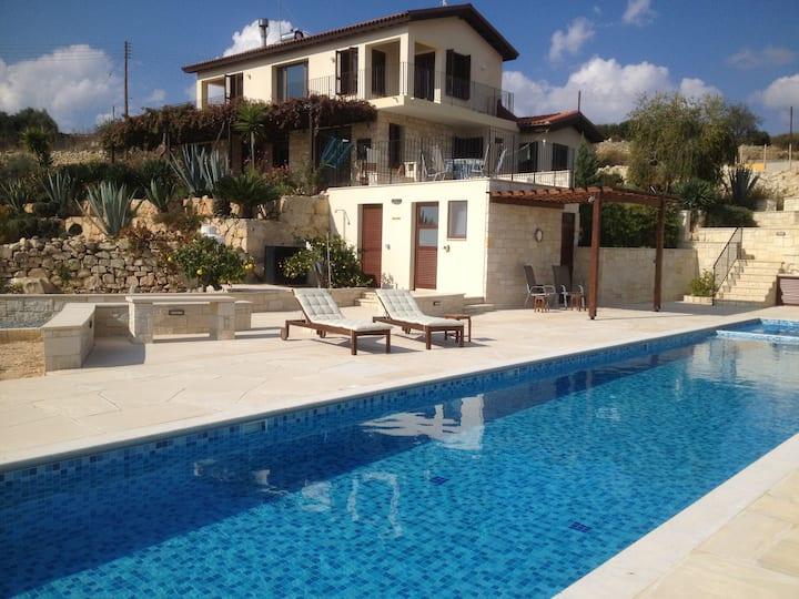 Pachna Villa Baytna