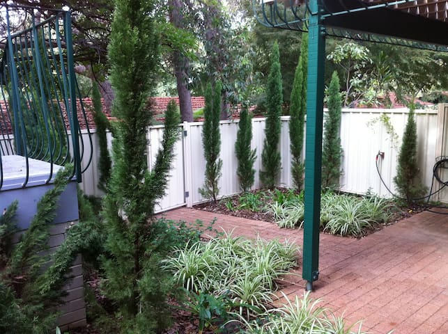 At home between the beach and city - Claremont - Apartamento