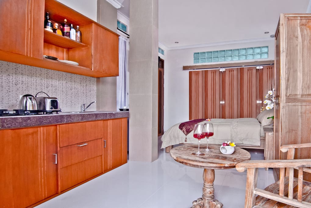 Suite/Family showing kitchenette