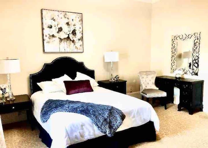 Queen Room Mansion Suite 204