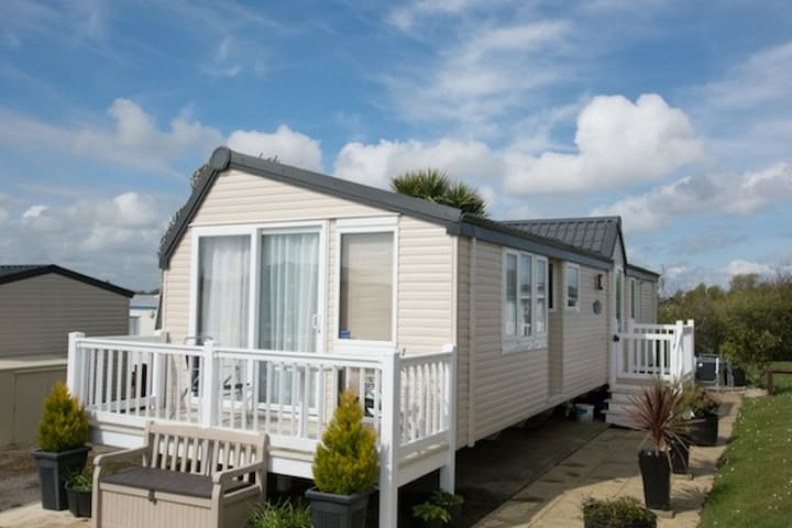 (LD33) - Haven, Hopton - Prestige with decking