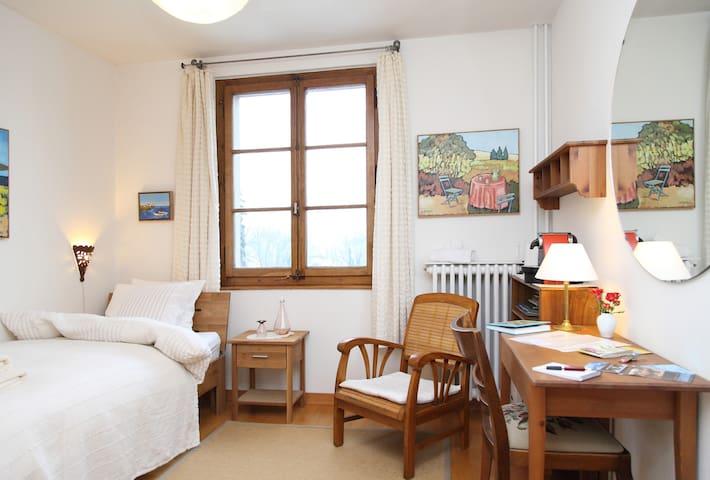SINGLE ROOM, FREE BUS PASS - Genève - Bed & Breakfast