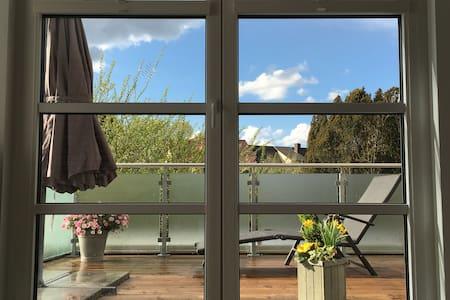 Sonnige Wohnung zum Wohlfühlen mit großem Balkon - Burgdorf - Osakehuoneisto
