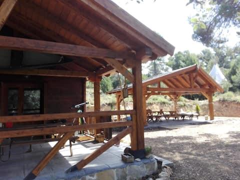 山上的Tipi小木屋