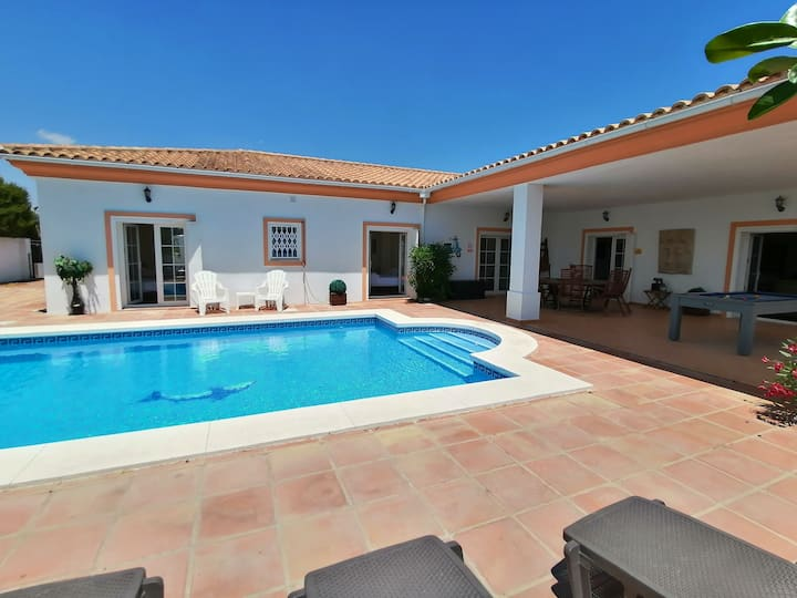 4 bed villa with Private pool and stunning views