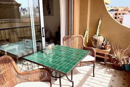 Cosy apartment with sunny balcony, 100m to the sea