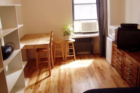 Large Furnished Room Near B'way  - New York - Wohnung