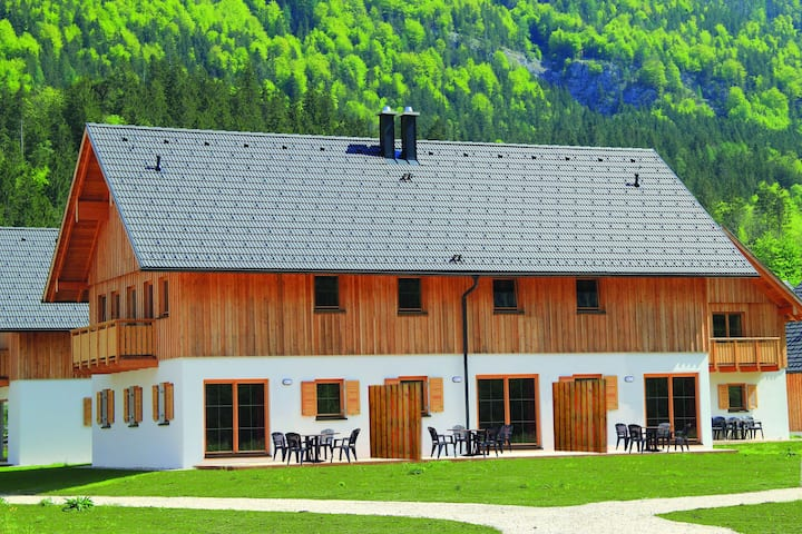 Luxury Chalet in Obertraun with Swimming Pool