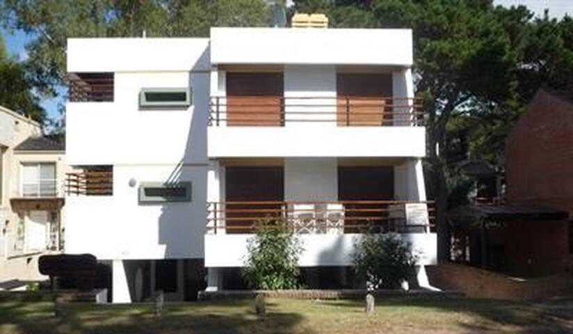 Pinamar, Buenos Aires. Departamento zona del golf