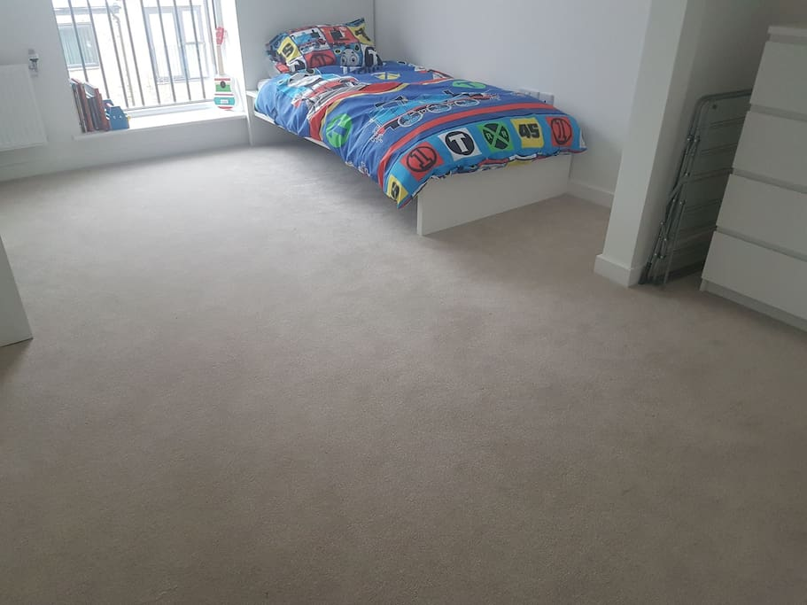 bedsheets will be changed and will be available for sleeping, chest of drawers available, 8 min walk from dartford train station