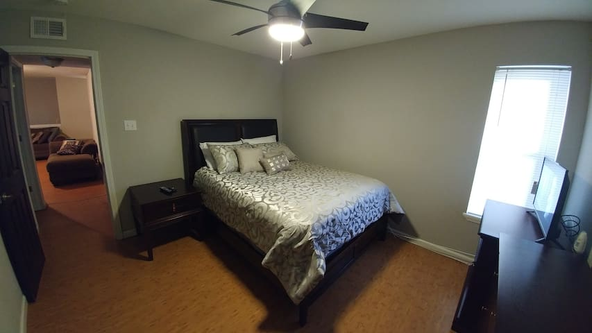Beautiful Two Bed Room Suite - Kenner - Lägenhet