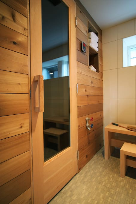 The shared Finlandia dry sauna.